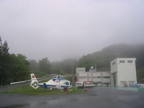 大気球観測所全景(午前6時過ぎの)。霧が発生しています。