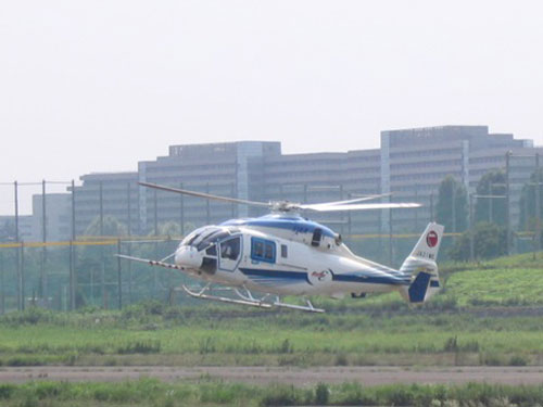 調布飛行場に着陸するJA21ME